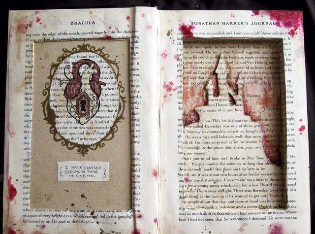 Usted puede usar pintura y otros adornos para añadir a tu libro! Después de eso, seguir adelante y ocultar sus secretos!