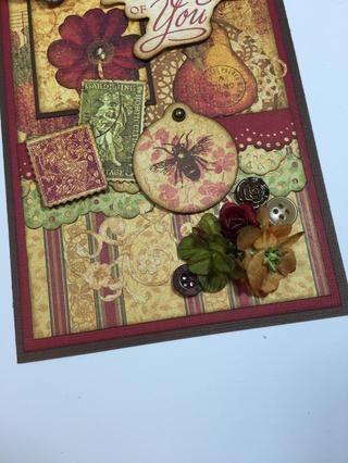 Para equilibrar la tarjeta, intente agregar algunas flores y botones de un clúster en la esquina inferior derecha.