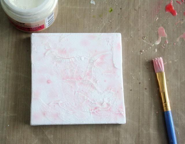 Dar el lienzo un poco de color utilizando agua derribado niebla y oro ópalo mágico polvo de mica