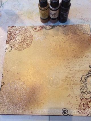 Rocíe 2 a 3 diferentes colores de niebla rayo. Solía Lindy's Stamp Gang for this project.