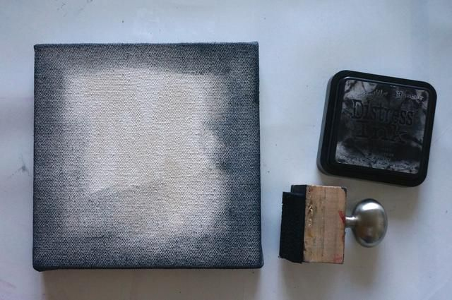 Aplicar tinta negro socorro a las zonas exteriores de lona.