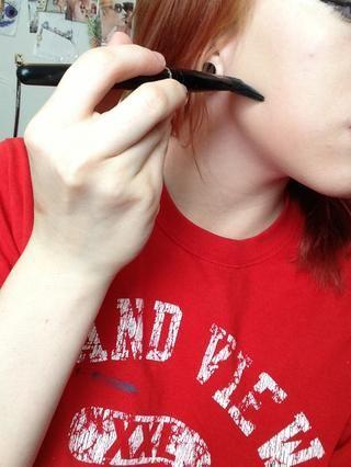 Aplica base (con un cepillo !!) de su línea de la mandíbula, hacia arriba.