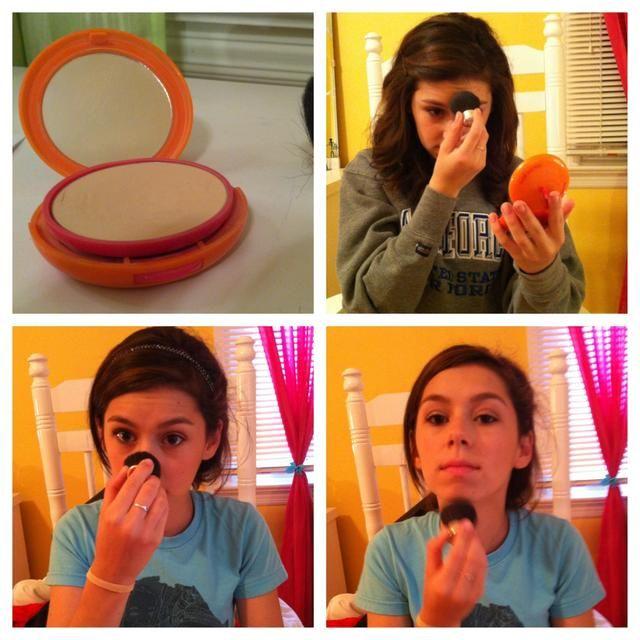 Utilice su Sombra de prensado o sueltos por toda la cara de polvo y aplicarlo con una brocha rubor suave y esponjosa, en su T-bone (frente, nariz y barbilla)
