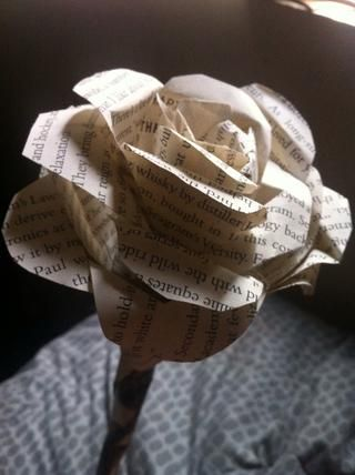 aquí's a bigger version of a book flower that I've made a few weeks ago. Good luck and have a wonderful Valentines day with OR without someone :)