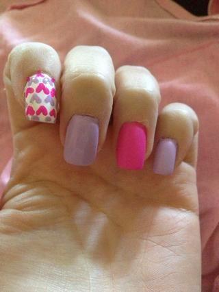 Paso 6: Pinte todas las uñas con capa de acabado mate. Dejar secar unos minutos.