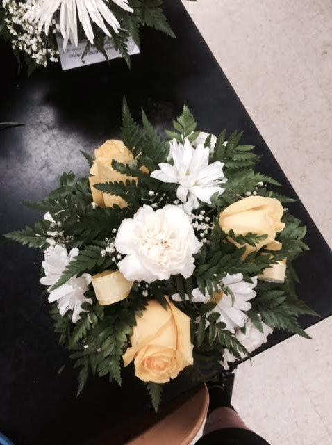 Cómo crear un arreglo redondo de la flor