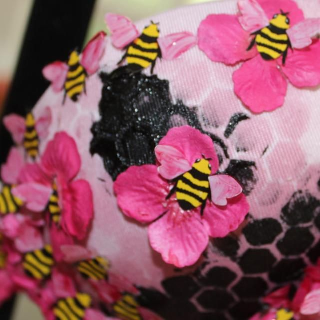 Entonces pegué las abejas.