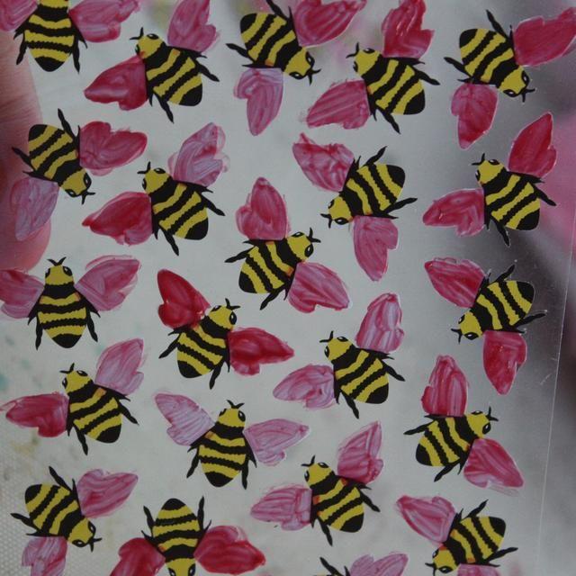 De esta manera me gustaría incorporar el color rosa en la abeja's