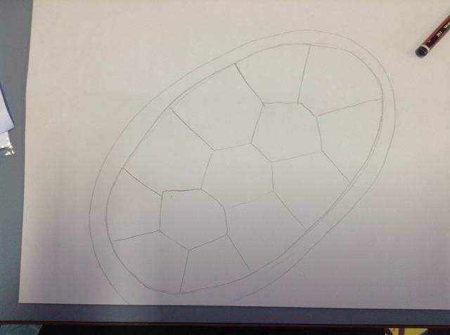 Desde la esquina de cada hexágono, trace una línea hasta el borde del óvalo interior.