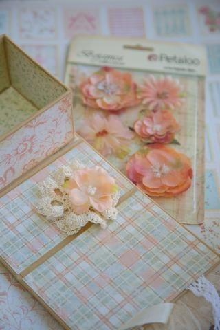 Ahora cuadro de la decoración con flores, encajes y papel exigente detalles de corte!