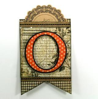 Añadir las letras troqueladas cortadas de Gráfico 45 Un misterioso cuento Wicked Whimsey con un borde de cartulina negro.