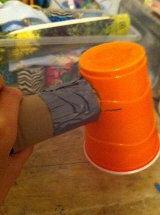 Y asegurarse de que las dos líneas que acaba de seleccionar se alinean, la cinta de las solapas de las copas a la tirada de toalla