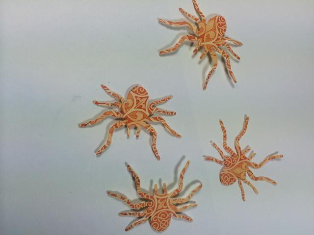 Perfore algunas arañas u otras formas divertidas. Corté del papel Grand Illusion. Me acodé dos arañas utilizando cinta de espuma entre ellos.