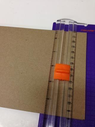 Cortar el papel de modo que mide 10
