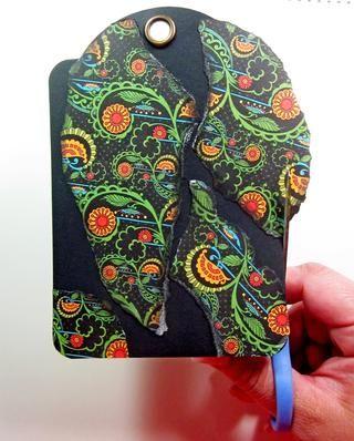 Pegue el papel hasta su etiqueta dejando algunas de las capas de base expuestos. Esto se añadirá a sus capas de textura en el final.