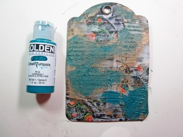 Pintura en la parte superior con otro color de la pintura de coordinación, dejando a algunos de la proyección de bronce y algunas de papel.