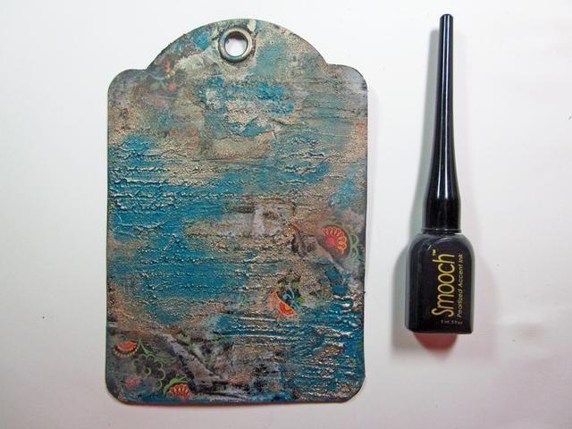 Tome la punta fina del Smooch y aplicar en los recovecos de sellos. Puede mezclarse con el dedo. Continuar para mezclar y añadir la pintura hasta que tenga la textura deseada.