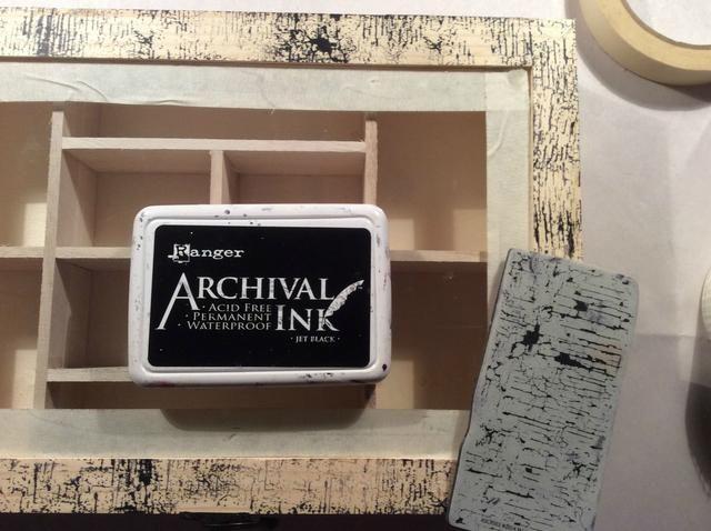 Enmascaré fuera alrededor del vidrio para protegerlo a continuación, utilizando Sellos Andy Skinner Set Industrial I selladas por todas partes toda la caja y en el interior utilizando tinta Archivo.