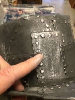 Luego pula en el goldfinger he usado plata para este acabado metálico.