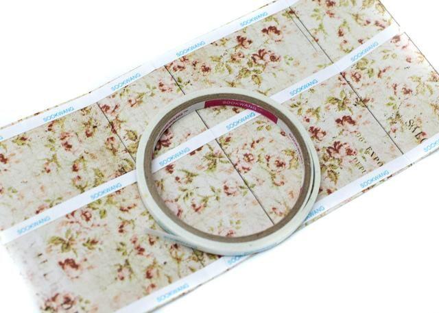 Utilice adhesiva de doble cara para adherir el papel a la caja. Asegúrese de colocar el adhesivo en el lado opuesto desea mostrado.