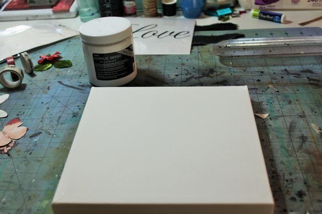 Gesso el lienzo y dejar secar.