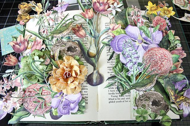 Continuar a la capa flores y capas imágenes de construcción. Asegúrese de utilizar espuma adhesiva para que sus imágenes se destacan.