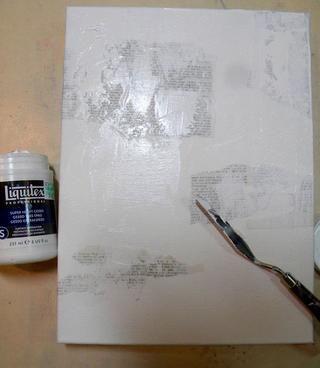 Ahora agregue yeso súper pesado con un cuchillo de paleta de aquí y allá para añadir textura a un segundo plano.