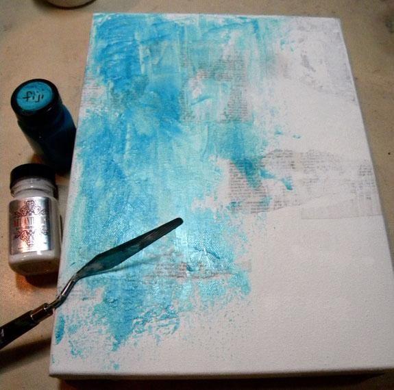 Añadir Fiji y algodón Velvet con una espátula mientras que las capas están mojadas, cubriendo la mayor parte del lienzo con el color.