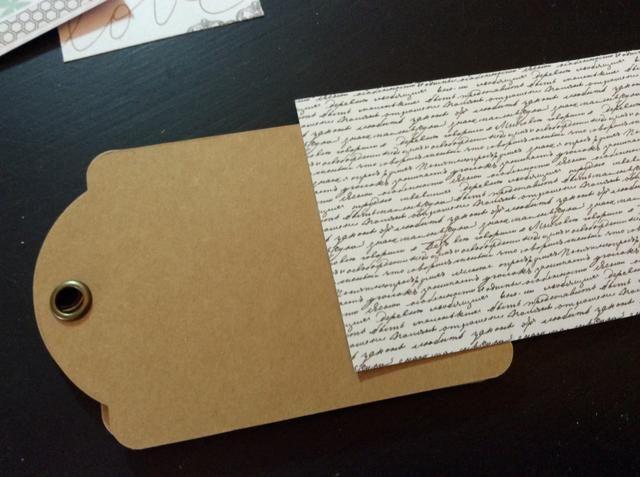 Cortar una columna vertebral para la cubierta. Patrón de papel de corte (4