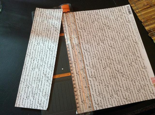 Corte el papel envuelve para los tarros.