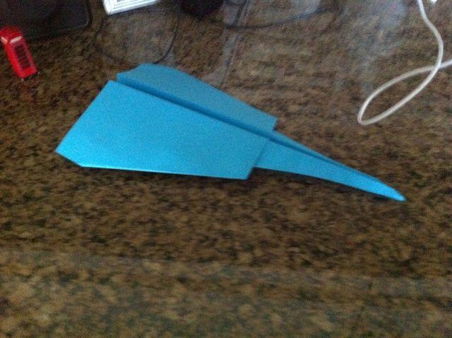 Cómo crear un aeroplano de papel que vuela Fácil Lejos