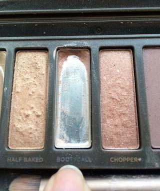 Entonces tomo mi paleta Naked 2 usando la sombra