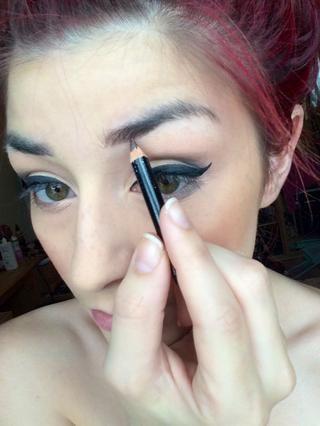 Siguiente - CEJAS! Usando mi lápiz de cejas Rimmel, yo sombra en mis cejas para darles un poco más de definición