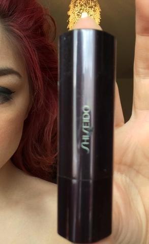 Por último, me tomo mi Shisheido lápiz labial en la sombra