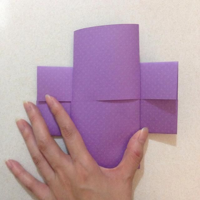 Voltear la tarjeta horizontalmente, revelando una cruz como se muestra ...