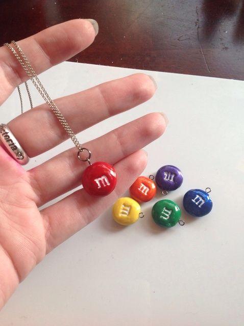 Cómo crear un collar de M & m