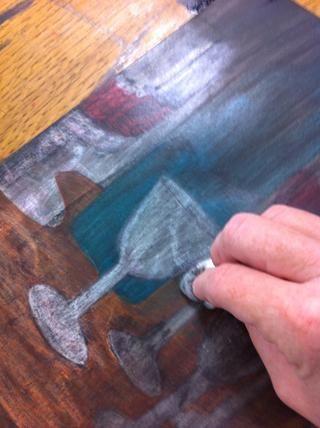 Una vez que ha revestido el dibujo, tome un trapo limpio y borre la tinta.