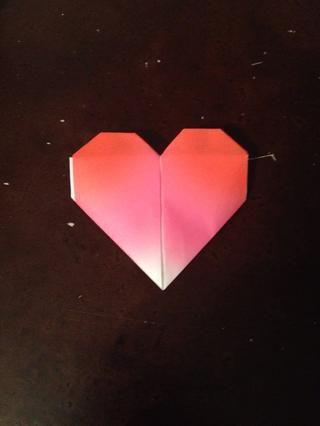 Dale la vuelta. Esta es tu corazón. Usted puede mantener de esta manera, o poner una nota dentro.