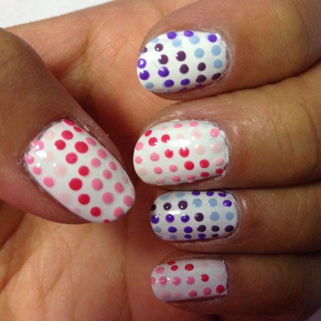 Siéntase libre de utilizar cualquier combinación de colores o diferentes tonos de colores de esmaltes de uñas como usted elija.
