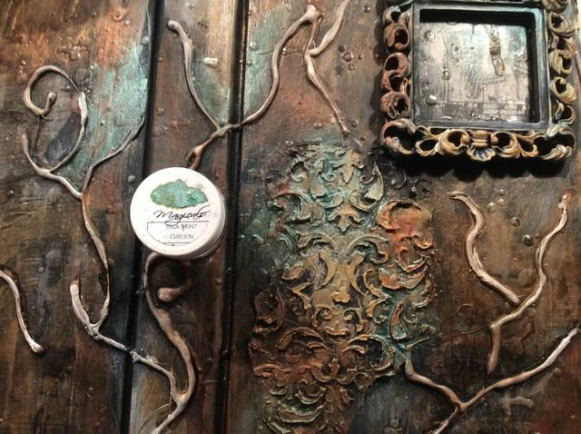 Aplicar Lindy's Magical Mica Sea Mint Green to your project for a beautiful glow.
