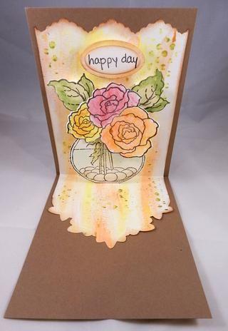 Tinta alrededor de panel con tinta marrón. Montar las piezas pintadas y se adhieren a las pestañas creadas durante el proceso de troquelado.