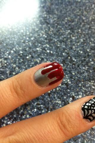 Haga lo mismo con otras longitudes de esmalte rojo hasta que no haya espacios en el medio.