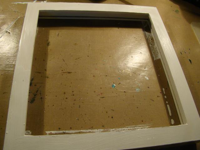 Pinta tu marco con pintura acrílica blanca y dejar secar.