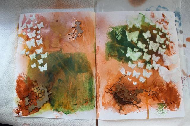 Aquí está una vista de las dos páginas después de añadir las mariposas.