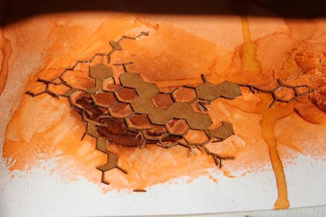 También he añadido algunas piezas de cartulina colmena para un par de puntos. Pintado sobre ellos con Sorbete de Pumpkin Spice