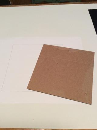 Trazar los bordes de su conglomerado en su papel de dibujo para asegurarse de que su dibujo doesn't exceed that space