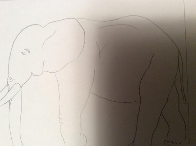 Crear un dibujo simple línea de contorno de su tema