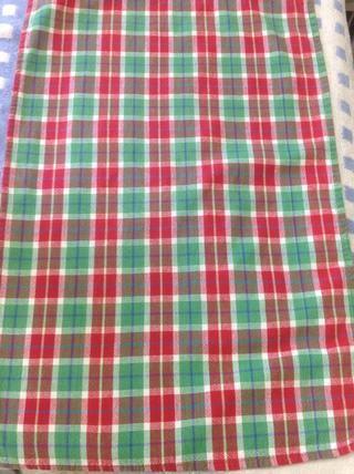 Coloque la toalla delgada en la parte superior de la misma.