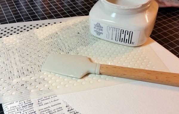 Seguí la construcción de mi fondo con una capa de estuco a través de nuestro Dottie Stencil.