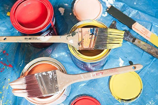 Obtener la pintura fuera! Cada franja probablemente necesitará dos capas de pintura para una cobertura óptima.